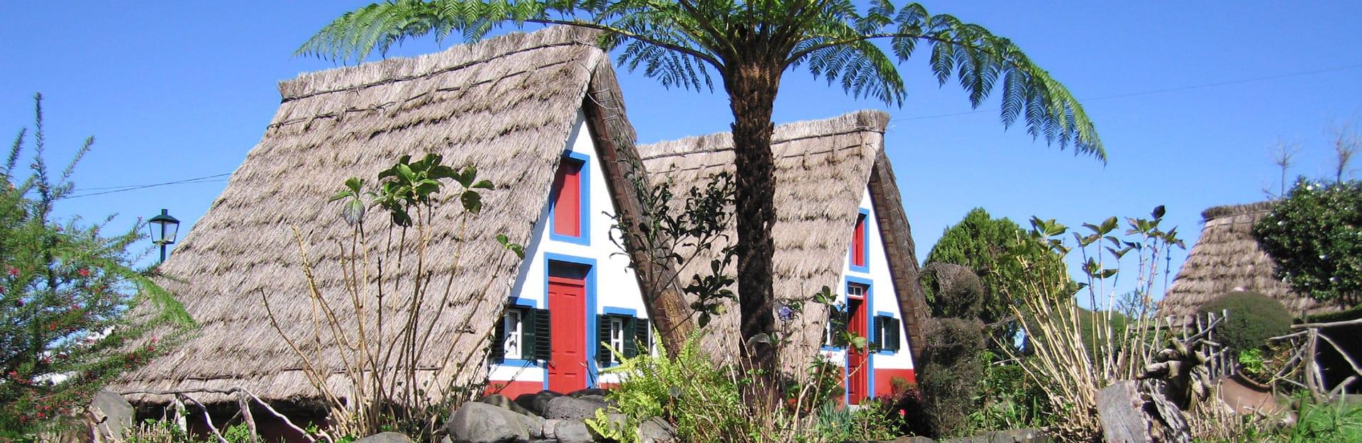 casas-santana-madeira-helloguide